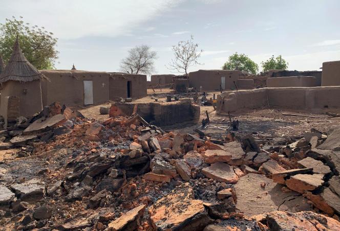Les stigmates de l'attaque survenue dans la nuit du 9 au 10 juin contre le village dogon de Sobame Da, dans le centre du Mali.