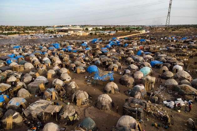 18 mai 2019. Une vue aérienne du camp de déplacés de Faladié, prés de Bamako, où 800 Peuls se sont installés sur une décharge, après avoir fui les violences intercommunautaires du centre du Mali.