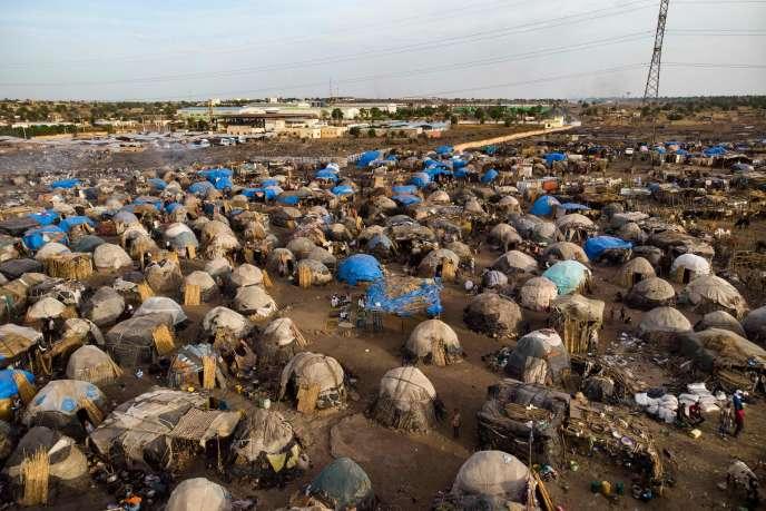 Vue aérienne d'un camp accueillant des Maliens fuyant les violences intercommunautaires qui ravagent le centre du pays, le 14 mai.