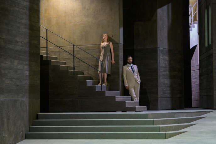 Elsa Dreisig (Zerlina) and Etienne Dupuis (Don Giovanni) in Mozart's opera directed by Ivo van Hove.