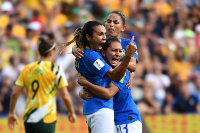 La Brésilienne Marta après son penalty transformé face à l'Australie.