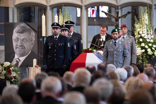 Walter Lübcke, 65 ans, a été retrouvé mort le 2 juin sur la terrasse de sa maison, à Wolfhagen, dans la banlieue de Cassel.