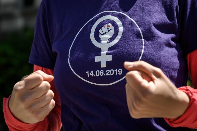 Lors d'une manifestation annonçant la grève des femmes, à Lausanne (Suisse), le 14 mai.