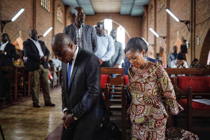 Martin Fayulu et son épouse dans la cathédrale Notre-Dame de Kinshasa la veille du scrutin présientiel du 30 décembre 2018.