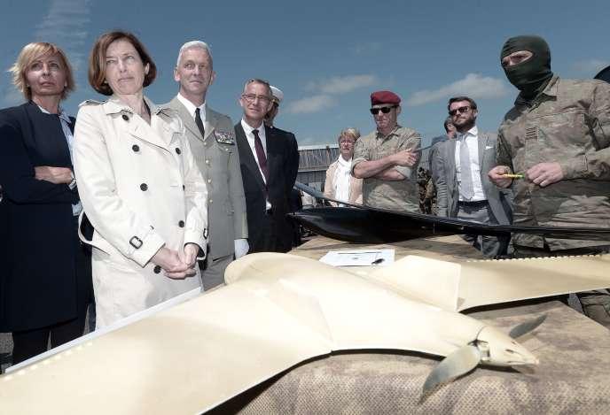 Florence Parly pendant sa visite du 4erégiment d'hélicoptères des forces spéciales, le 13 juin 2019 à Pau.