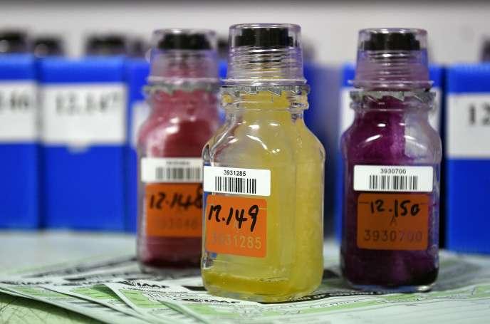 Echantillons urinaires au laboratoire de Châtenay-Malabry (Hauts-de-Seine), en 2015.