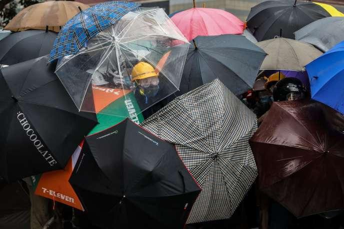 Rassemblement contre le projet de loi d'extradition vers la Chine continentale, à Hongkong, le 12 juin.