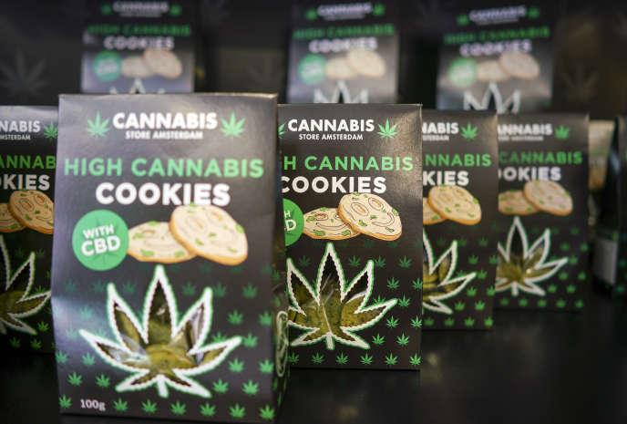 Des cookies au cannabis dans un magasin éphèmère de Rome, en Italie, le 6juin.