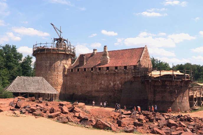 Le chantier de Guédelon en Bourgogne accueille 310 000 visiteurs chaque année.