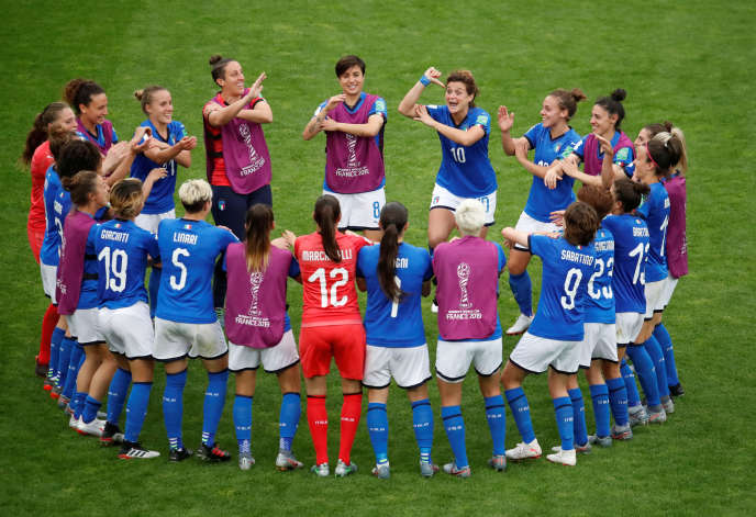 Les Italiennes célèbrent leur victoire face aux Jamaïcaines vendredi 14 juin.