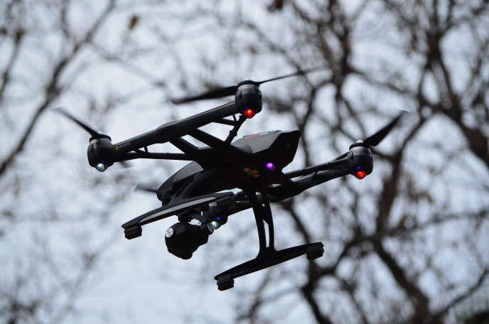 Le drone utilisé pour l'étude des cris d'alarme des singes verts àSimenti (Sénégal), en avril.