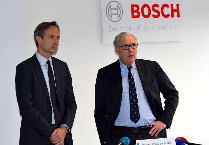 Heiko Carrie, directeur de Bosch France (à gauche) et Olivier Pasquesoone, directeur du site Bosch de Rodez, le 26 janvier 2018, à Onet-le-Château dans l'Aveyron.