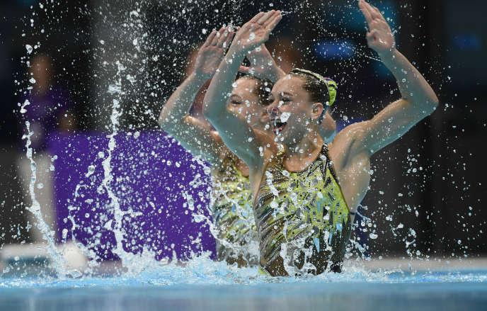 Les jumelles françaises Charlotte et Laura Tremble lors de la superfinale des World Series FINA en juin 2019 à Budapest.