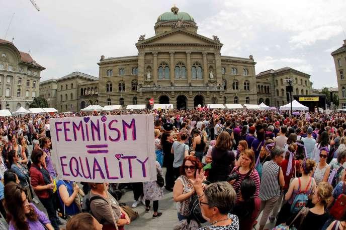 Suisse: des milliers de femmes dans la rue pour réclamer l'égalité salariale