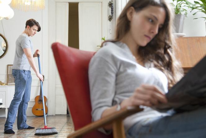«Le congé paternité – passé à onze jours successifs en 2002 – est aujourd'hui plébiscité: 7pères sur10 bénéficient désormais de cet acquis social. Mieux, 63 % des 18-24ans souhaitent un nouvel allongement du congé du deuxième parent. »