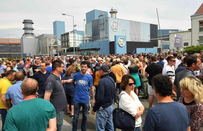 Les salariés de General Electric à Belfort veulent éviter un plan social qui supprimerait 800 emplois sur leur site.