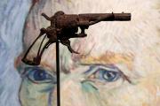 Le revolver avec lequel Vincent Van Gogh se serait donné la mort le 27 juillet 1890 a été vendu130 000 euros le 19 juin.