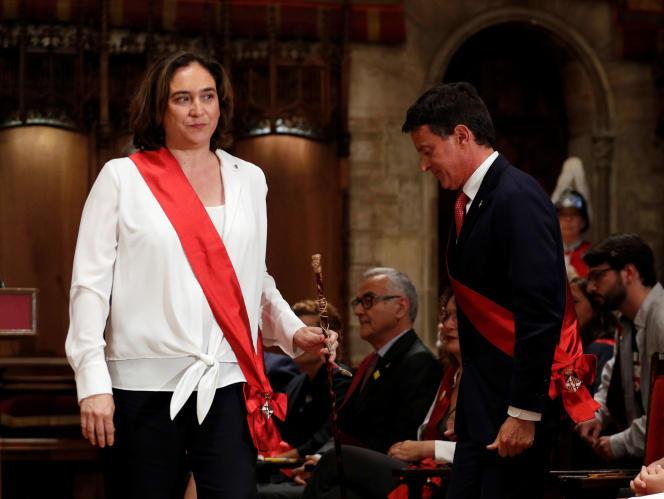 La maire de Barcelone, Ada Colau, et l'ancien premier ministre français, Manuel Valls, à Barcelone, le 15 juin.