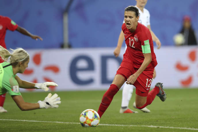 La capitaine canadienne Christine Sinclair est muette devant le but pour l'instant dans cette Coupe du monde féminine de football.(AP Photo/Francisco Seco)