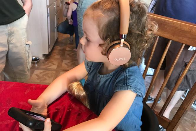 Juno, 3 ans, fan de There Might Be Giants, a adoré le casque Puro :« Je peux le garder ?»