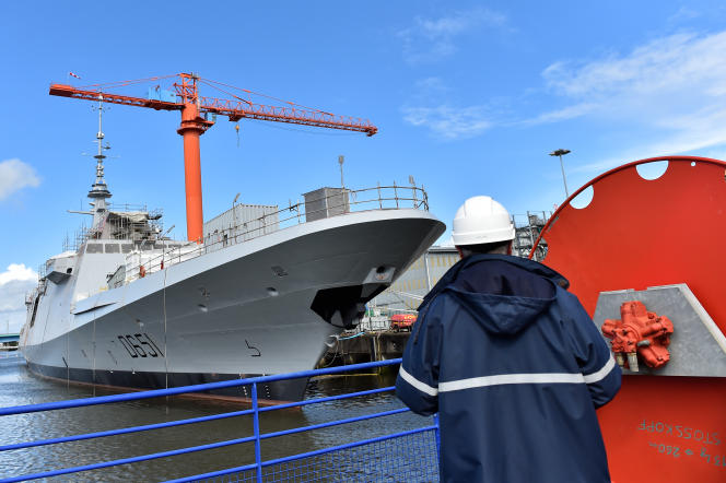 Une frégate multimission (Fremm), sur le chantier Naval Group de Lorient, en mars 2018.