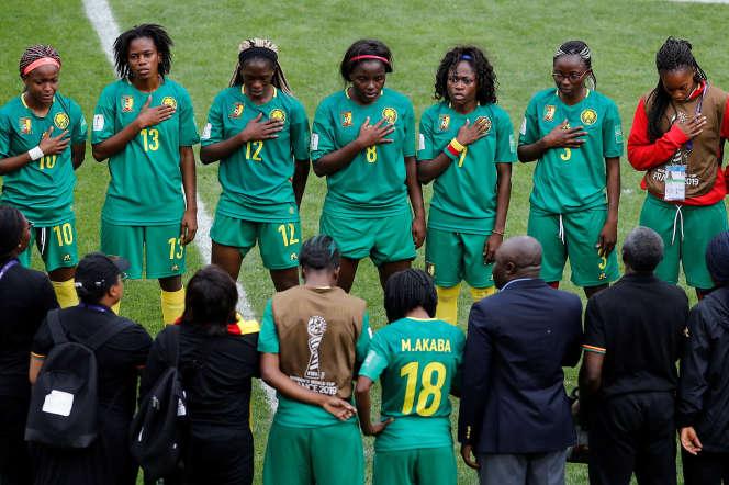 Les Camerounaises après leur défaite 3-1 contre les Pays-Bas, le 15 juin à Valenciennes.