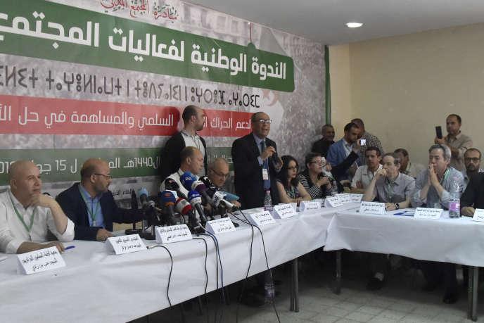 Des représentants de la société civile se réunissent à Alger, samedi 15 juin 2019, pour trouver un consensus sur une sortie de crise.