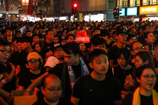 Dans les rues de Hongkong, dimanche 16 juin.