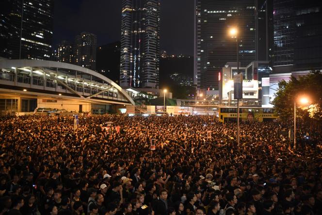 Des centaines de milliers de manifestants rassemblés à Hongkong pour dénoncer un projet décrié d'extraditions vers la Chine, dimanche 16 juin 2019.