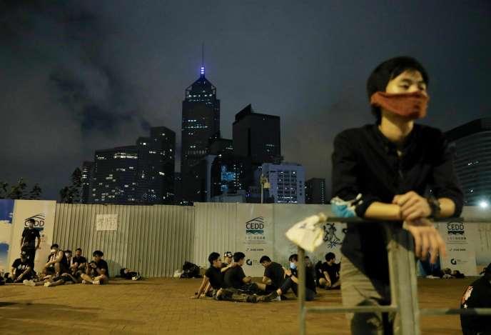 Des participants à la« marche noire» du dimanche 16 juin à Hongkong.