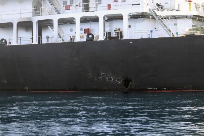 Sur cette photo fournie par Washington, un trou au-dessus de la ligne de flottaison du«Kokuka-Courageous» peut être vu, après l'attaque du 13 juin.