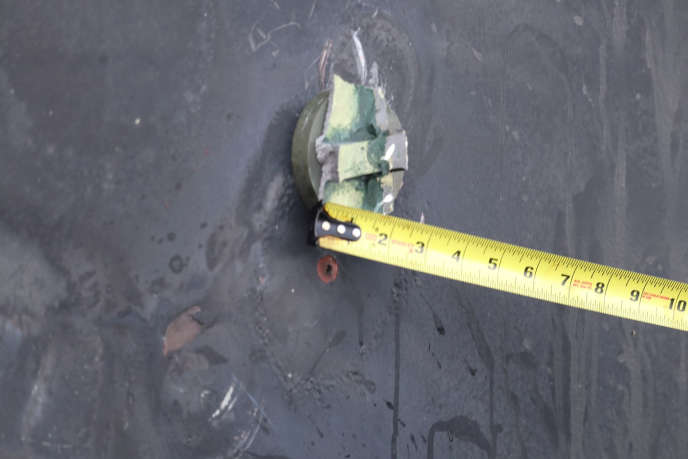 This circular object would have served as a magnet for an unexploded mine, according to the Pentagon which provided new photos on June 17 after the attack of two ships in the Arabian Sea. on June 13.