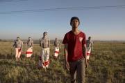 Nakhane Touré (ici au premier plan) incarne Xolani dans le film sud-africain de John Trengove, «Les Initiés» («The Wound»).