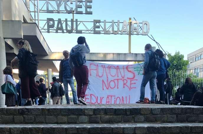 Lundi 17 juin au matin, au lycée Paul-Eluard, à Saint-Denis (Seine-Saint-Denis).