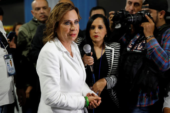 Sandra Torres, de l'Union nationale de l'espoir (UNE, centre gauche), après les résultats du premier tour de la présidentielle guatémaltèque, dont elle sort première selon des résultats partiels, à Guatemala City, le 17 juin.