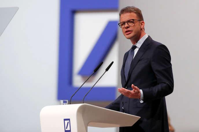 Le PDG de la Deutsche Bank, Christian Sewing, lors de l'assemblée annuelle de l'établissement bancaire, le 23 mai, à Francfort.
