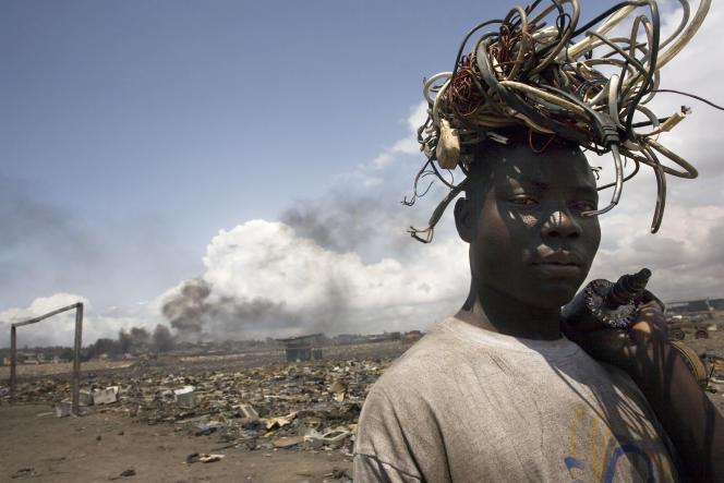 «L'enfer du cuivre», de Nyaba Ouédraogo, 2008, décharge d'Agbogbloshie, Accra, Ghana.