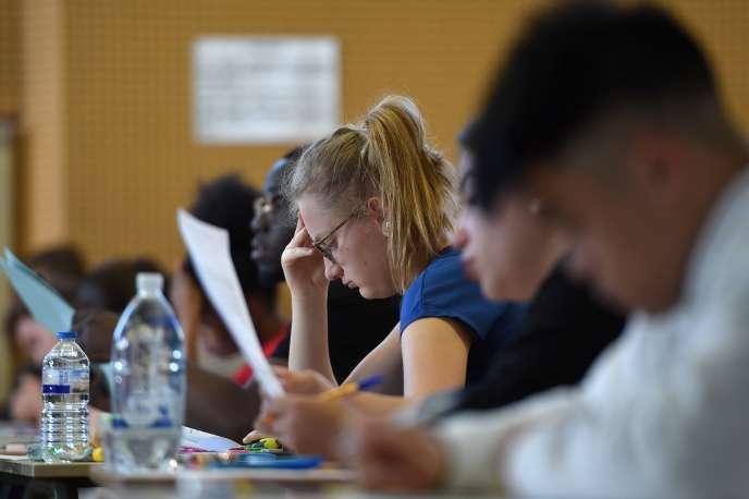 Des fuites concernant les épreuves de mathématiques des séries générales avaient été relayées «par messagerie privée Whatsapp ou par SMS», avait annoncé le 21 juin le ministère de l'éducation nationale, qui avait déposé plainte.