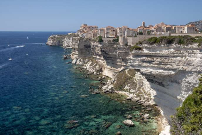 Une vue de Bonifacio, dans le sud de la Corse, la région la plus chère pour louer un logement l'été.