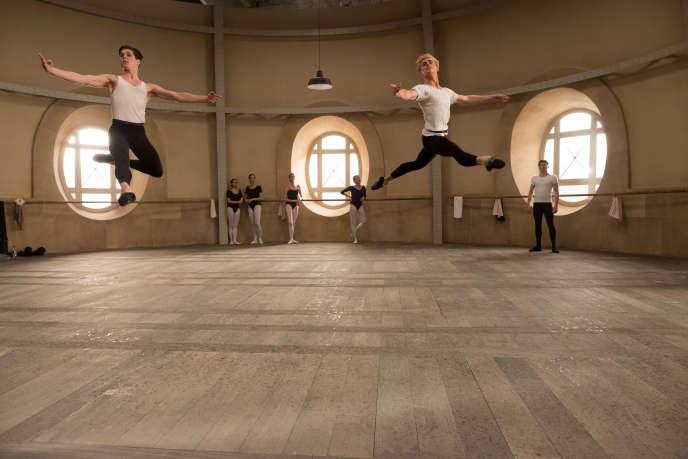 Oleg Ivenko etLouis Hofmann dans« Noureev », deRalph Fiennes.