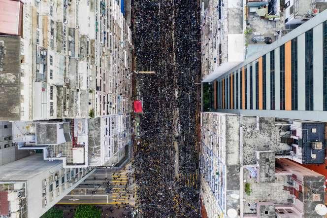 Deux millions de Hongkongais ont manifesté, dimanche 16 juin, contre le projet de loi d'extradition soutenu par l'exécutif pro-chinois.
