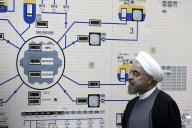 Le président iranien, Hassan Rouhani, visite l'usine nucléaire deBushehr (Iran), le 13 janvier 2015.