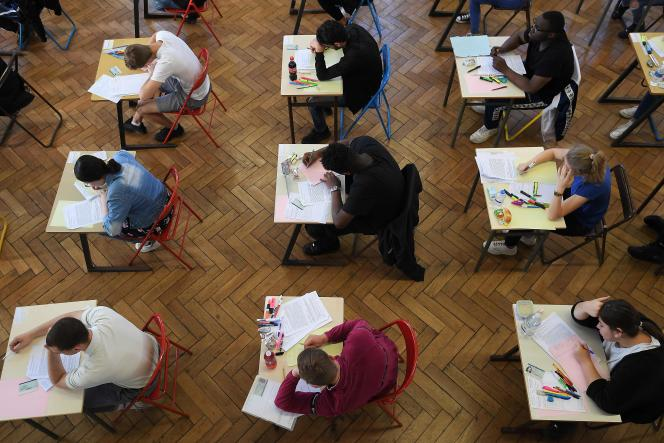 Des candidats au baccalauréat 2019 lors des épreuves, au lycée Pasteur à Strasbourg.