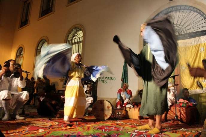 Le stambali est rituel syncrétique mêlant musique, danse et chants.
