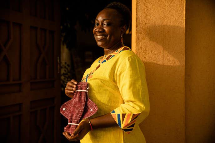 Emilie Kyedrebeogo, créatrice d'une serviette hygiéniqueréutilisable, à Ouagadougou le 23 mai.