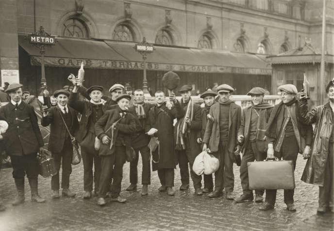 A Paris, en1917, lors du départ de la classe17.