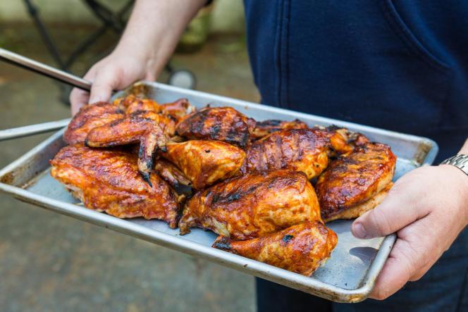 Du poulet parfaitement grillé sur le barbecue Jumbo Joe.