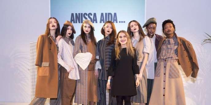 La jeune styliste tunisienne Anissa Meddeb (en robe noire), créatrice de la marque Anissa Aida, à Tunis, en janvier 2018.