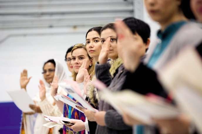 Cérémonie de naturalisation, le 2 mai, à Toronto, au Canada.