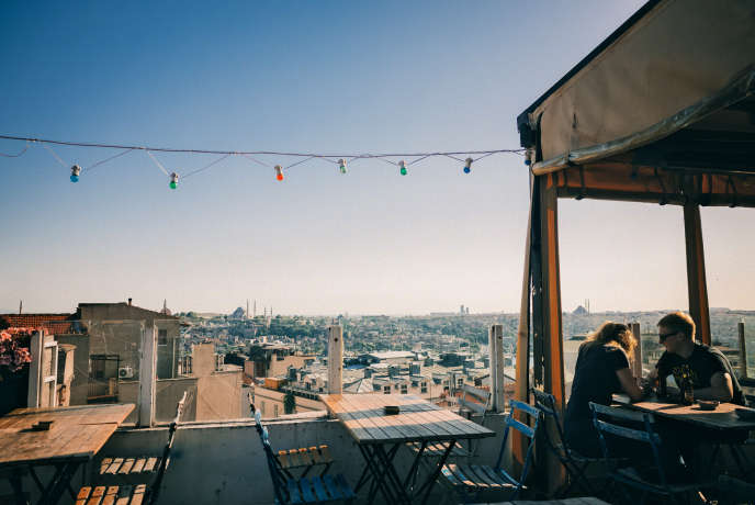 La terrasse du bar-restaurant Balkon, à Istanbul.